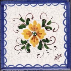 Mattonella in ceramica modello fiore centrale